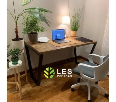У нас можно заказать компьютерный стол из массива дерева и металла по индивидуальным размерам