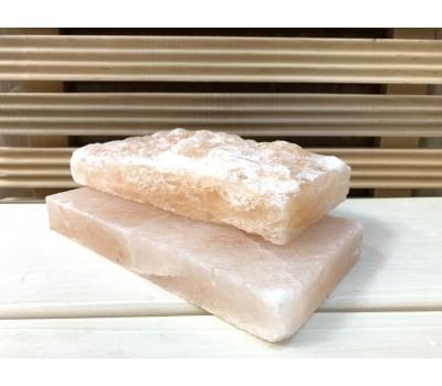 В продаже розовая плитка из гималайской соли шлифованная и натуральная.